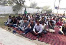 Electrician engineers protested by tying black band